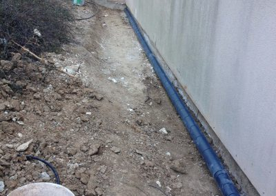 Pose d'un drain en pied de façade à Martigues