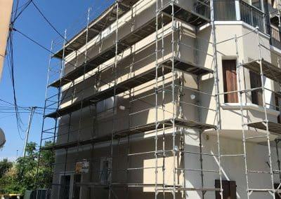 Pendant les travaux de réhabilitation d'une Façade de copropriété à Martigues