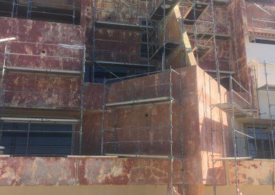 Avant le ravalement de la façade d'un immeuble à Port de Bouc