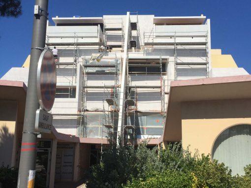 Ravalement de la façade d'un immeuble à Port de Bouc