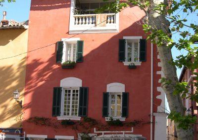Façades rénovées à la chaux à l'ancienne à Martigues